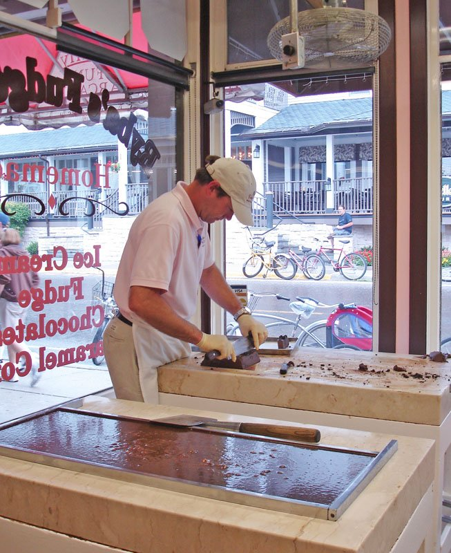 Employee slicing fudge in a shop on Mackinac Island