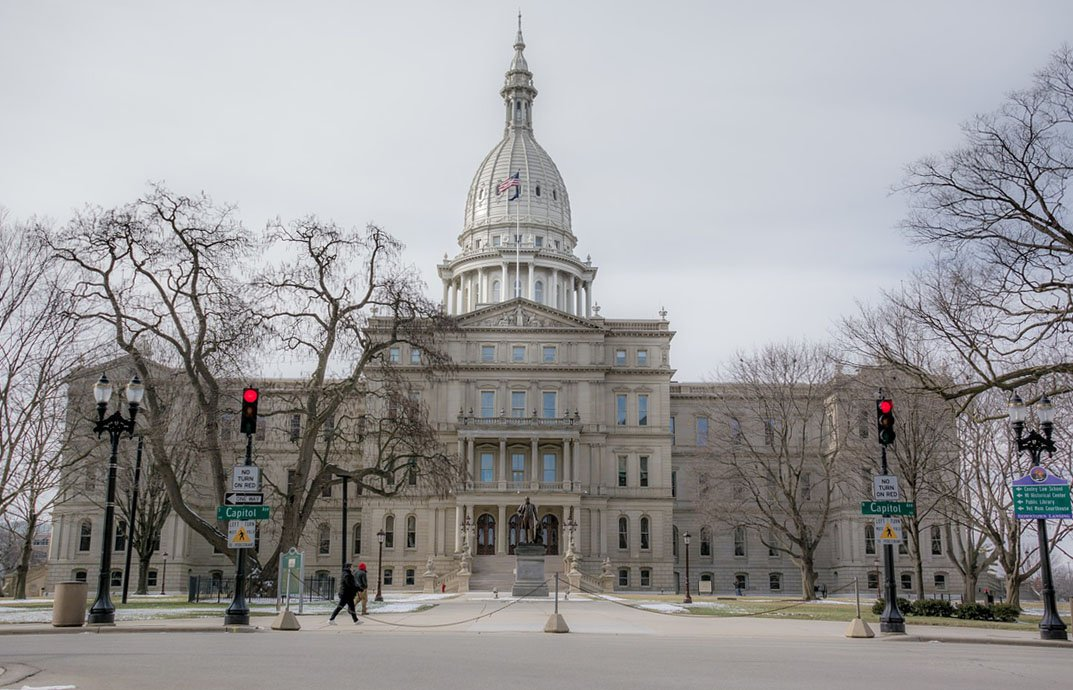Photo of a large building with a tall dome, the Michigan State Capitol in Lansing